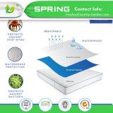 中国の製造者の低刺激性のクイーン・ベッドのバグのビニールの自由な白い100%年のマットレスの保護装置カバー高品質を防水する