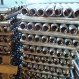 플랜지를 가진 유연한 금속 호스를 땋는 물결 모양 철사