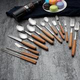 Le jeu de couverts de vaisselle plate d'acier inoxydable avec le fini de miroir comprenant la fourche administre le couteau à la cuillère jeu de dîner de vaisselle de quatre parties