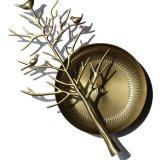 El metal hace el estante del soporte a mano de visualización de la joyería