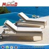浜の寝台兼用の長椅子のSunbedの調節可能な装飾された椅子および余暇の庭のホテルのChaiseのラウンジ