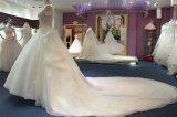Perolização feito-à-medida fora do vestido de casamento nupcial da esfera do ombro