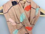 De afdrukkende Kleurrijke Sjaal van Bladeren, de Toebehoren van de Manier van de Sjaal van de Polyester van Meisjes