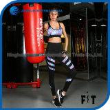 卸し売り通気性の柔らかい適性のブラおよびズボンの女性のスポーツの摩耗のヨガの一定の実行によって印刷される衣服
