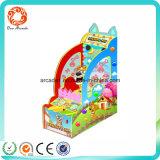 Diversiones cubierto de monedas de la máquina juego de pelota a los niños