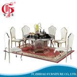 気性のガラスダイニングテーブルが付いているステンレス鋼および椅子はセットした