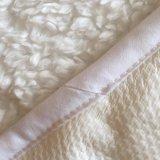 Protector acogedor impermeable lanoso de lujo del colchón