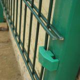 庭のための電流を通された二重鉄条網か学校またはStadidum
