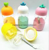 Wasser-trinkende Flasche mit Silikon-Hülse