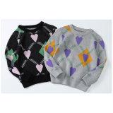 El patrón clásico corazón niños suave suéter de prendas de vestir