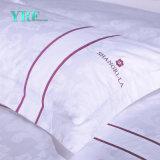 L'assestamento dell'hotel del ricamo di Yrf imposta il cotone 100% giù rende impermeabile la tela di base dell'hotel