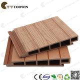 Panneaux de mur extérieur légers en plastique en bois