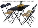 Металлический деревянный обеденный стол и стулья и при печати
