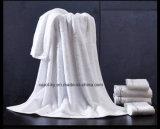 刺繍および装飾のヘムが付いている綿の浴室タオル