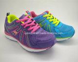 De Schoenen van de Tennisschoen van kinderen met het Bovenleer van het Netwerk