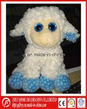 Jouet mou d'agneau de peluche mignonne avec l'oeil brillant