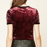 女性方法ビロードの不足分はTシャツのブラウスにスリーブを付ける