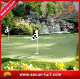 Синтетическая лужайка травы для поля профессионального гольфа и кладя зеленого цвета