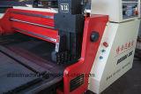 CNC que entalha o metal da máquina que dá forma à maquinaria de fabricação