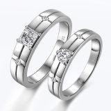 박아 넣어지는 시뮬레이트한 다이아몬드를 가진 은 한 쌍 반지 세트
