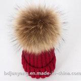 Cappello del Beanie con la sfera reale della pelliccia del Raccoon