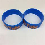 O OEM barato simples personaliza braceletes largos impressos do silicone do logotipo