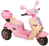 Езда малышей на мотоцикле с нот