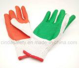 Отбеленный латекс зеленого цвета вкладыша T/C покрынный на перчатках ладони работая