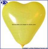 ロゴの文字か番号によって印刷される多彩な乳液のハート形の気球