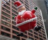 Il Babbo Natale gonfiabile di pubblicità sveglio, aerostato volante K7144 dell'elio della Santa