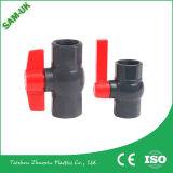 Компакта высокого качества шарикового клапана PVC изготовления шариковый клапан PVC пластичного пластичного женский имеет Inwentory