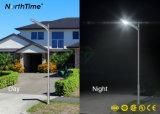 Lâmpada de rua Energy-Saving do diodo emissor de luz da potência solar do sensor quente do corpo da venda