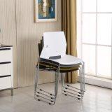 標準的なデザイン現代固体金属フレームのスタック可能プラスチック椅子