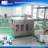 Terminar la máquina de rellenar automática llena del agua de botella del animal doméstico