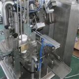Llenar un vaso de plástico giratorio de la máquina de embalaje sellado
