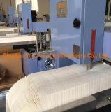 Imprimen colores múltiples servilleta en relieve plegado de tejido que hace la máquina