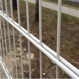 対の鉄条網のパネル