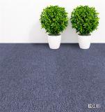 Usine de plaine de la vente en gros tas de boucle de carreaux de tapis de couleur 50x50cm tapis commercial moquette de bureau PP le soutien de bitume de surface