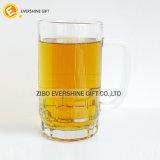 Glas-Becher des Bier-550ml mit Griff mit geprägter Unterseite