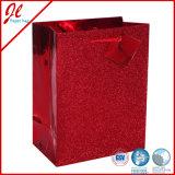 ハングの札が付いている幸せで赤いGlisterのベストの買物袋