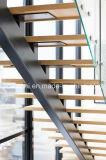 Escadaria reta com os passos da madeira contínua/a escadaria aço inoxidável