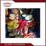 販売のための雑多な使用された靴