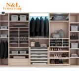 Disegni di legno moderni del guardaroba della camera da letto di N&L
