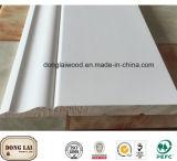 Panneau de mur en bois de construction blanche d'amorce