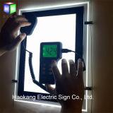 アクリルポスターフレームの水晶LEDのライトボックスの印の表示ホールダーをハングさせる不動産のオフィスのWindows