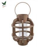 Lanterna di legno rustica con l'inserto di vetro