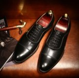 方法本革の人の服靴ダービーは人に蹄鉄を打つ