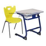 L. Brand博士の学校家具の表および椅子