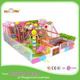 Cour de jeu d'intérieur de jardin d'enfants avec la région d'enfant en bas âge