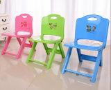 Mobilier de jardin Chaise en plastique coloré de pliage des enfants avec motif de bande dessinée